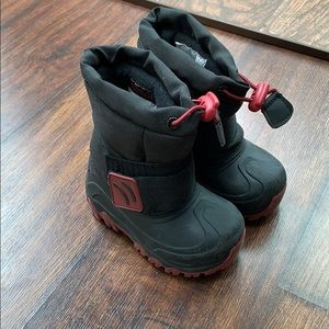 Cat and Jack size 5/6 snow boots